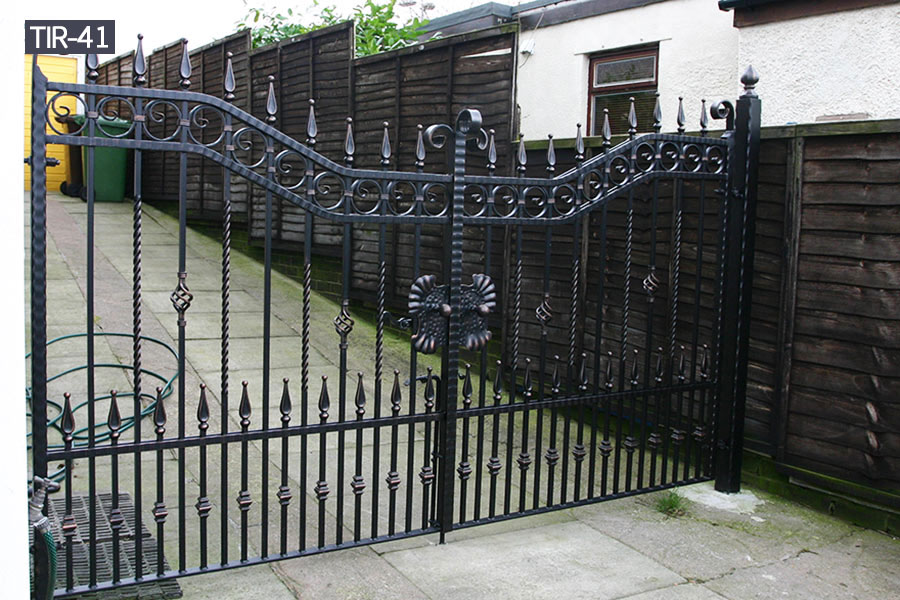 Modern exterior metal driveway main gates designs