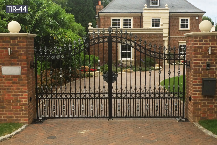 Wrought iron home driveway gate designs