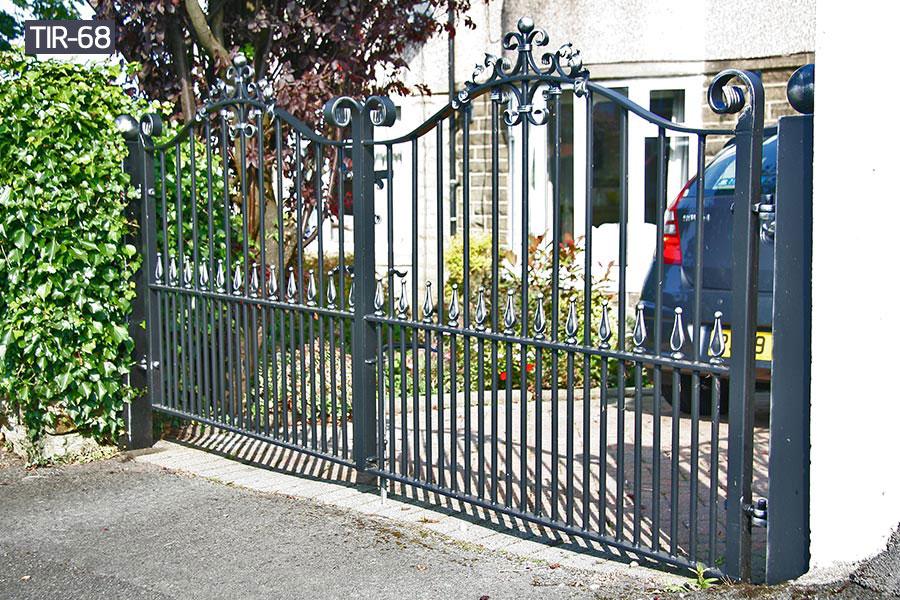 Outdoor black wrought iron fencerailing for garden decor