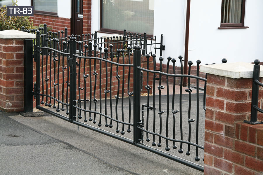 Black ornamental metal fenceyard railing for sale