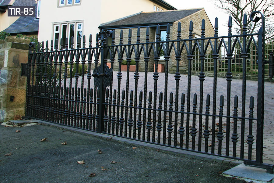 Outdoor wrought iron fence cost per foot