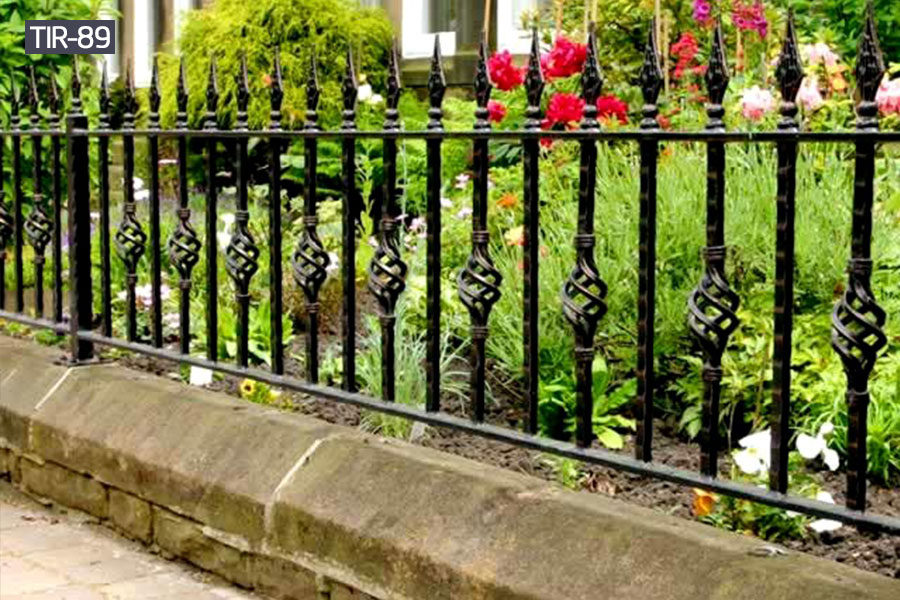 Outdoor small yard privacy fence cost